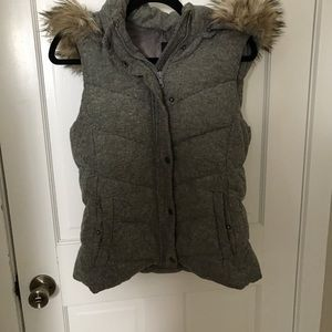 Twill puffy vest with removable hood!
